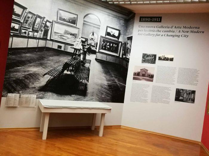 Museo GAM Torino, testi in prespaziato nero e adesivi per muro.