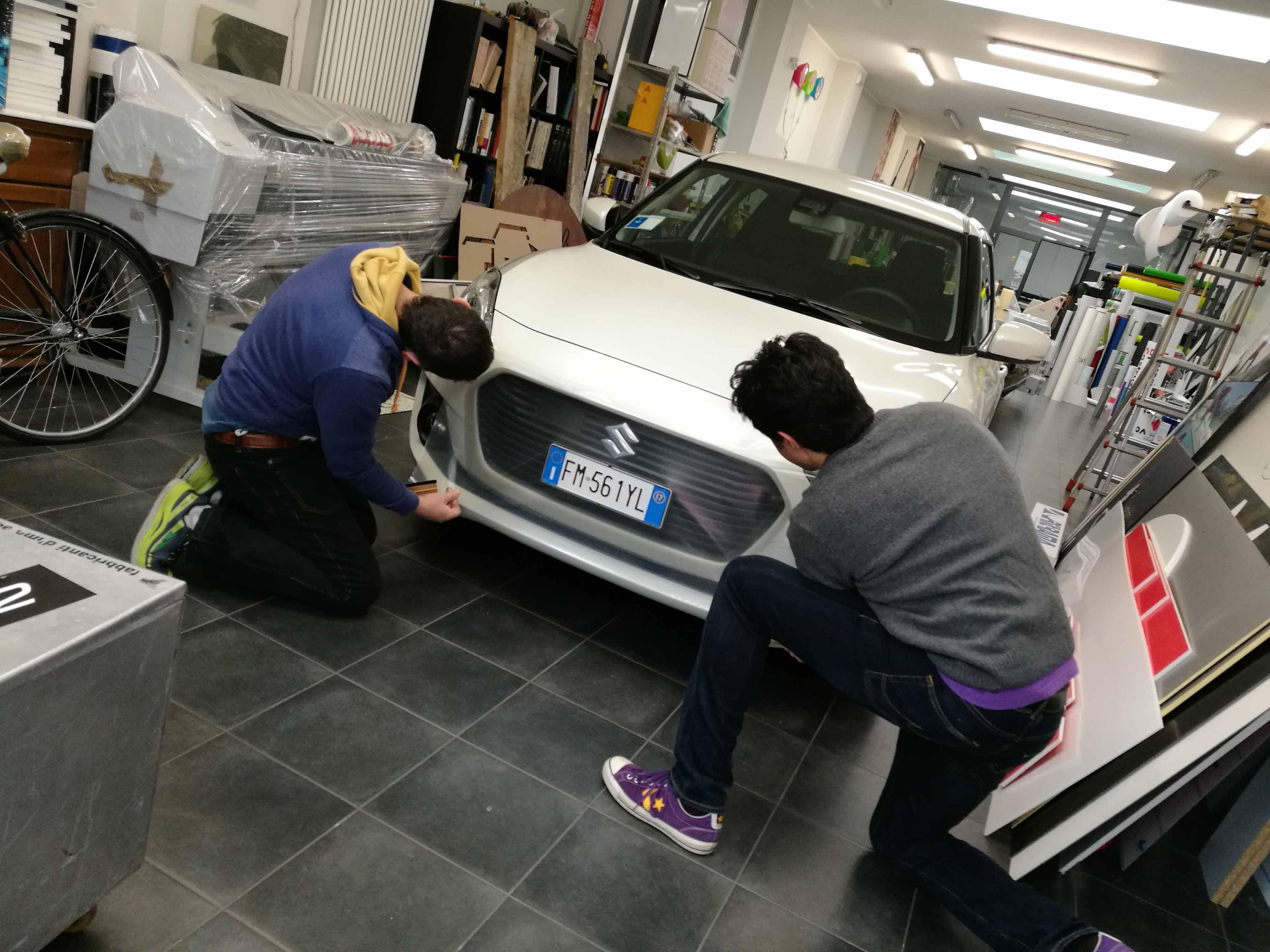 Fase di test, scelta colore e tipologia di adesivo da utilizzare, per la realizzazione degli adesivi del Toro per Suzuki