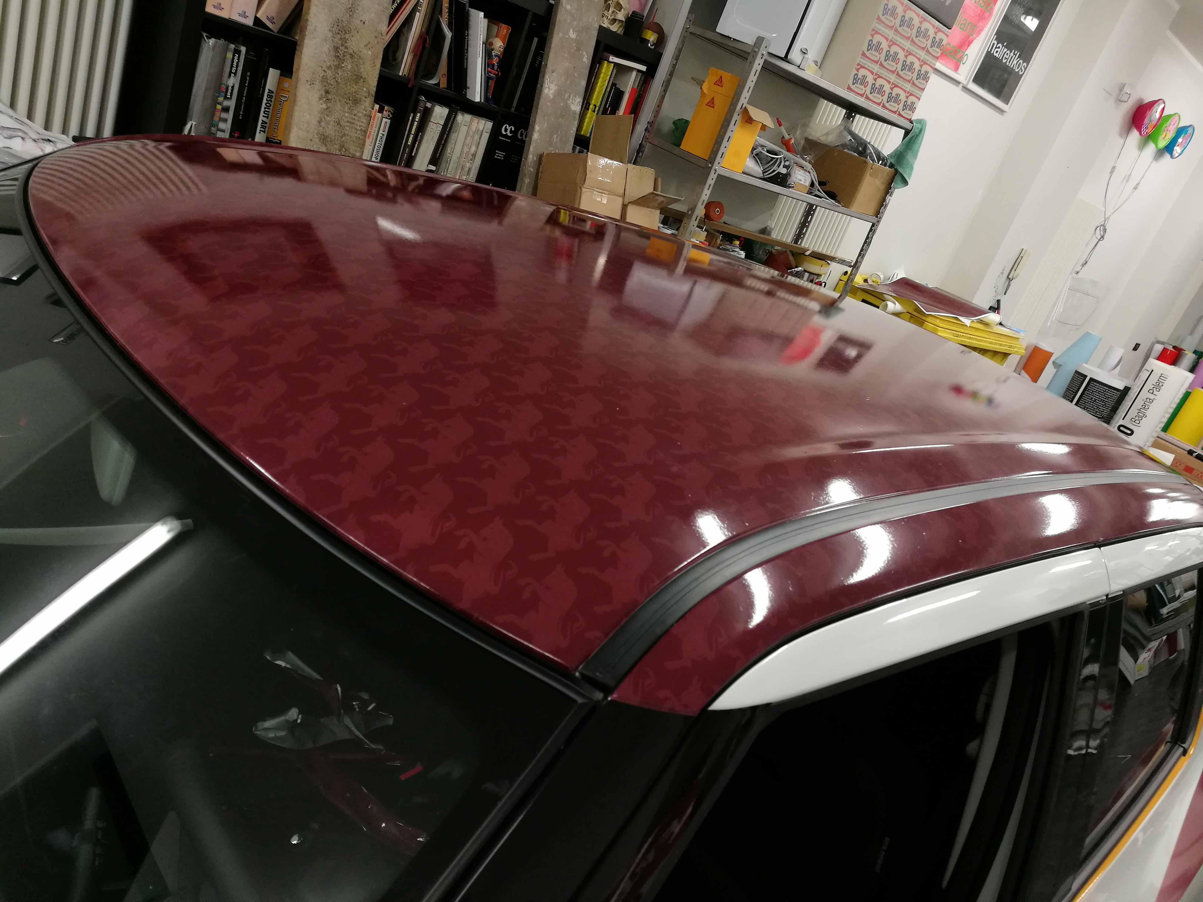 Adesivi Toro sul tetto della Suzuki Swift Toro Edition, con l'utilizzo di adesivo cast la resa è favolosa.