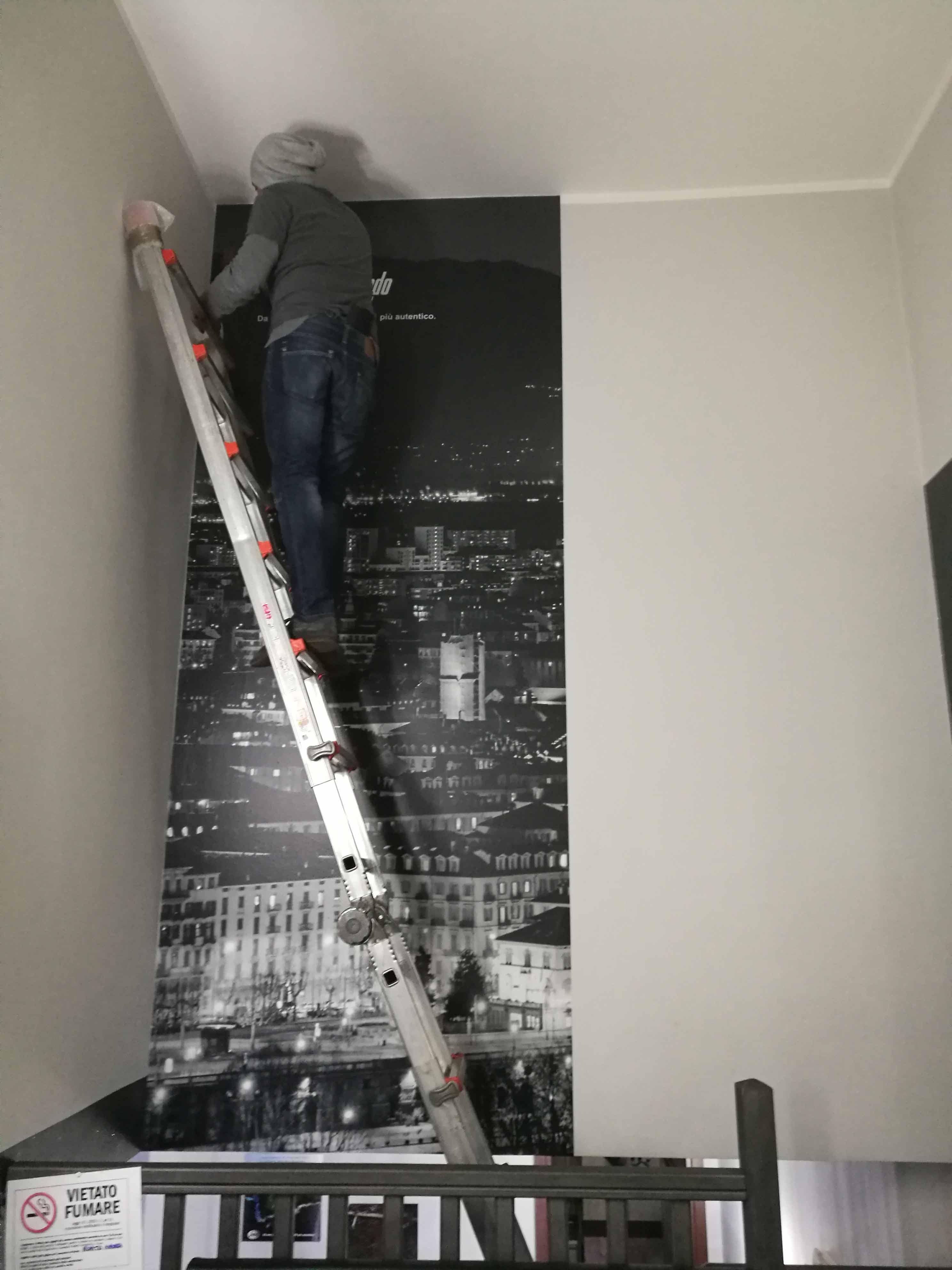 Stampa e applicazione di adesivi per pareti a Torino.