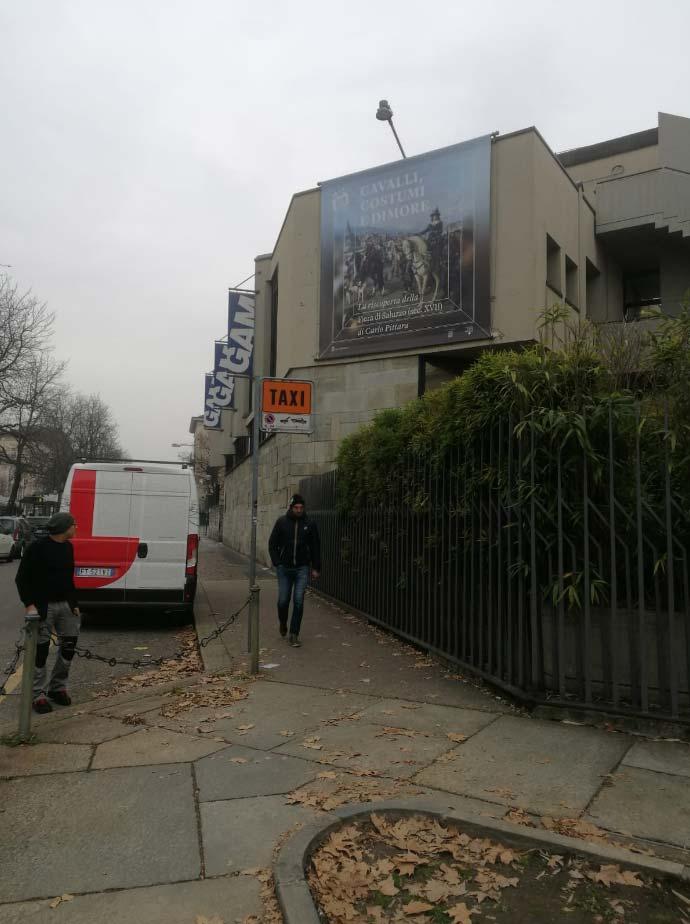 Installazione striscione facciata GAM