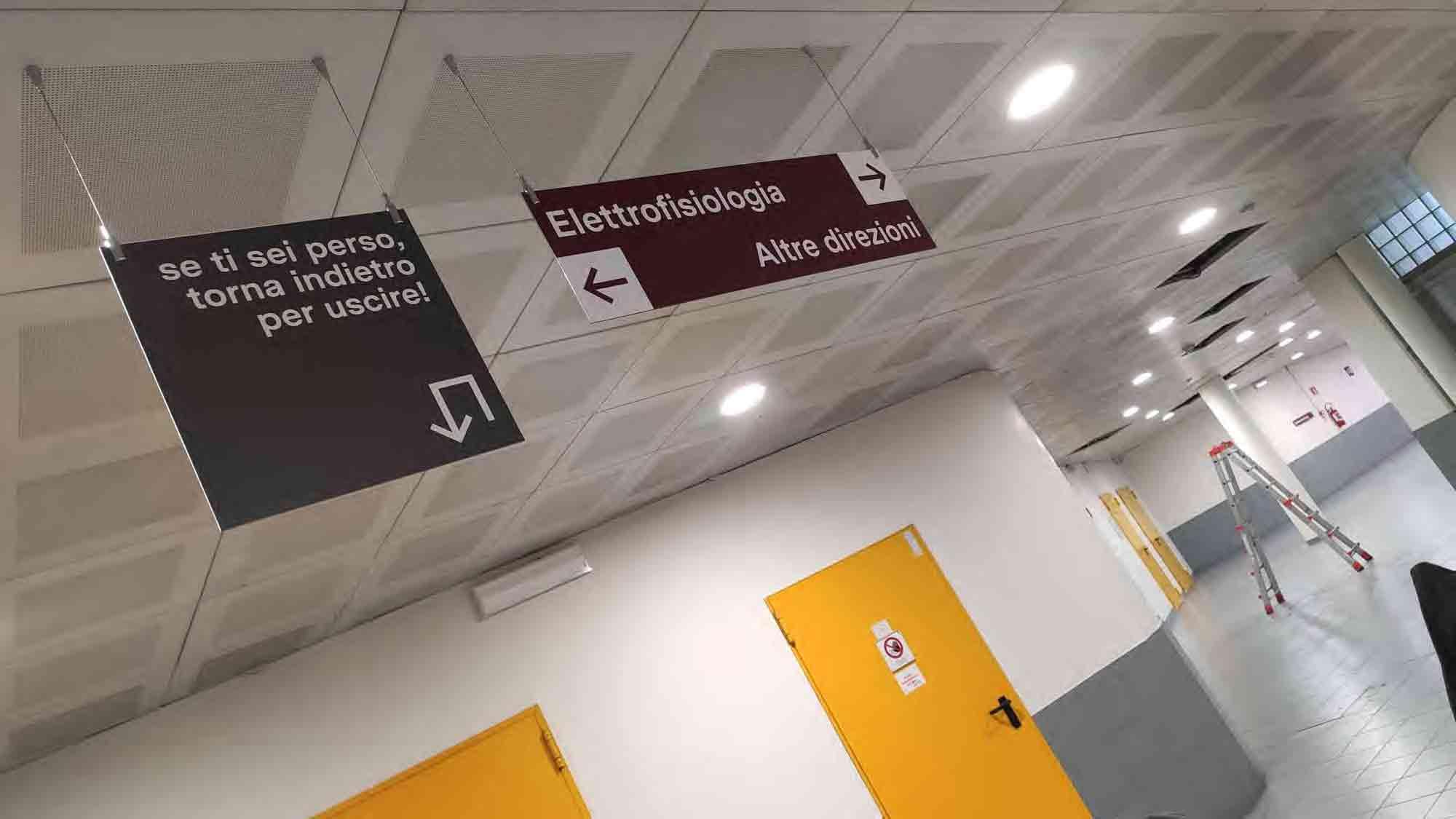 installazione segnaletica interna ospedale maria vittoria