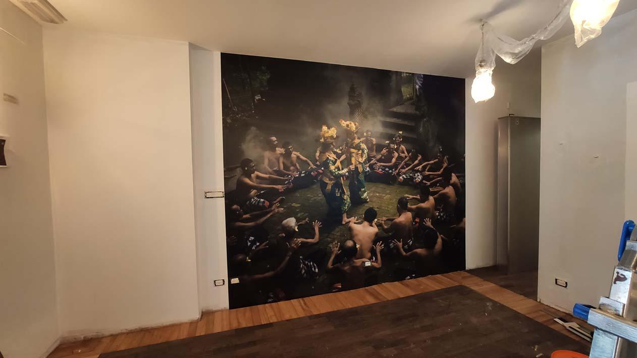decorazione parete in sala del ristorante indonesiano a Torino